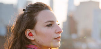 Amazing Earpiece Translates Languages For You In Real Time